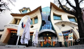DO YOU KNOW OF OTHER WEIRD & WHACKY BUILDINGS AROUND THE WORLD?
