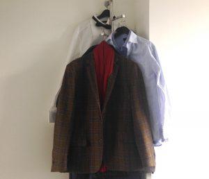 Unipole wardrobe stand