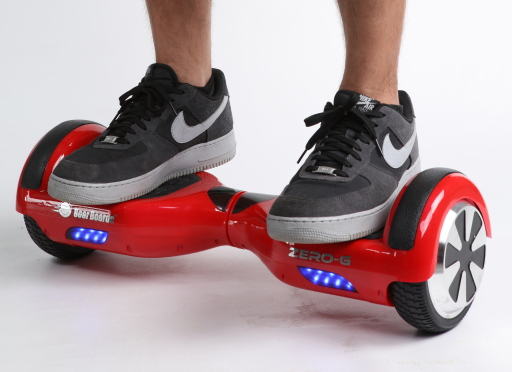 Pic By: NBC News (www.nbcnews.com) - http://media1.s-nbcnews.com/j/newscms/2015_51/1342971/151216-swagway-hoverboard-yh-4p_1810d1456e38fc5afe24fae5122db669.nbcnews-fp-1200-800.jpg, CC BY 2.0, https://commons.wikimedia.org/w/index.php?curid=44204747