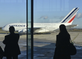 WILL LONDON AIRPORTS BE LEFT AT THE GATE BY PARIS ?