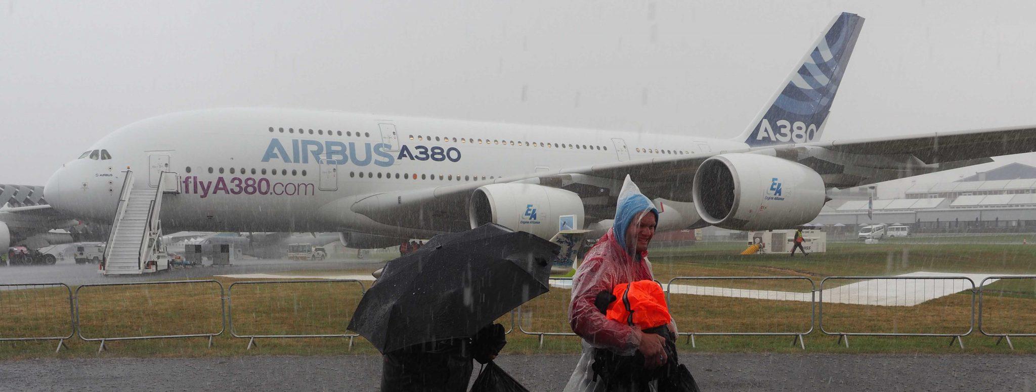 RAIN STORM CLOSES FARNBOROUGH AIRSHOW !